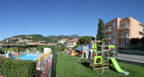 Bagni Giardino Pietra Ligure : Residence mizar italien pietra ligure booking
