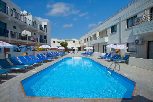 The swimming pool at or close to Paloma Hotel Apartments