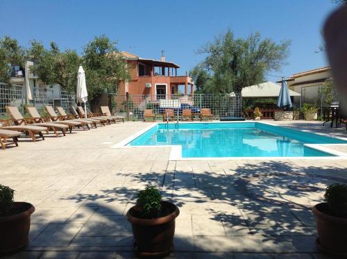 Πισίνα στο ή κοντά στο Hotel Avra