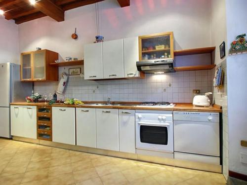 A kitchen or kitchenette at San Niccolò
