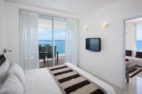 Island Suites