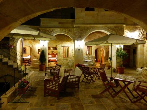 Canyon Cave Hotel (former Courtyard Cave Hotel )
