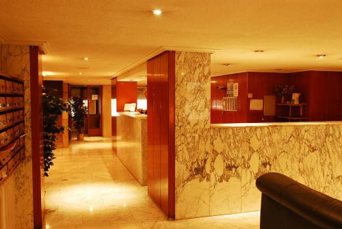 The lobby or reception area at Apartamentos Goya 75