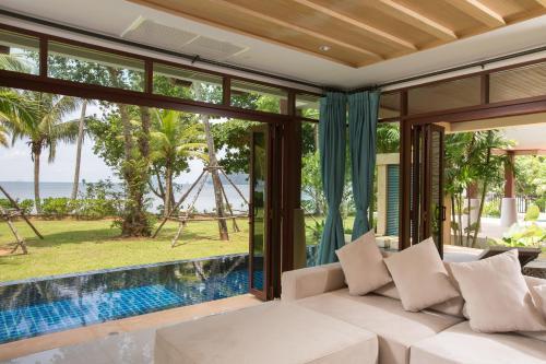 Amatapura Beachfront Villa 14
