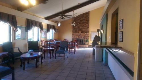 Americas Best Inn and Suites- Caseyville