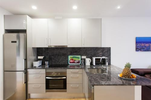A kitchen or kitchenette at Key San Pau House Terrace - Barcelona