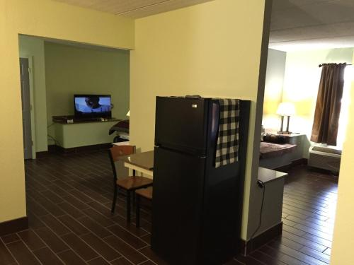 Express Inn & Suites