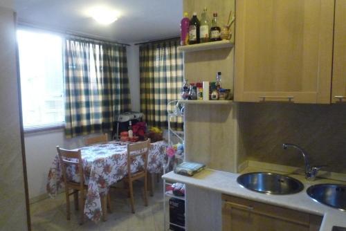 A kitchen or kitchenette at Residenza Mucha