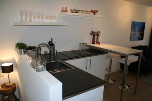 A kitchen or kitchenette at Rosies Place