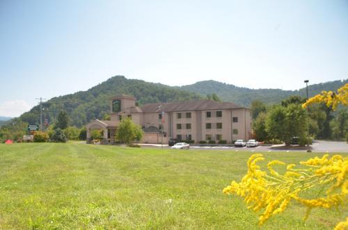 Smoky Mountain Inn & Suites