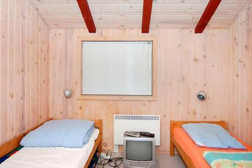Three-Bedroom Holiday home in Sydals 7