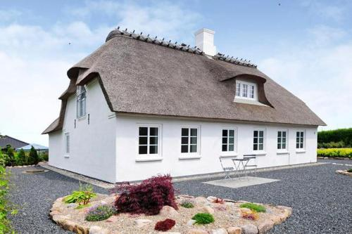 Three-Bedroom Holiday home in Sydals 8
