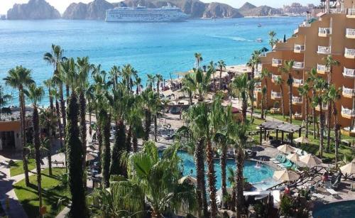 Suites at Cabo San Lucas Medano Beach Resort
