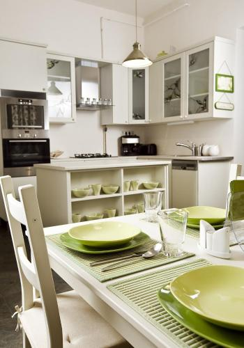 A kitchen or kitchenette at Budapest Rooms Bed and Breakfast