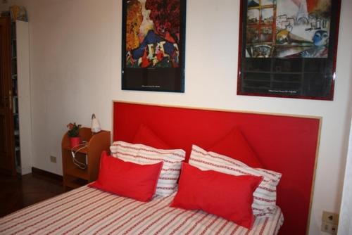A bed or beds in a room at Emerenziana Holiday House