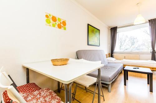 apartment ferienwohnung k ln ostheim cologne germany. Black Bedroom Furniture Sets. Home Design Ideas