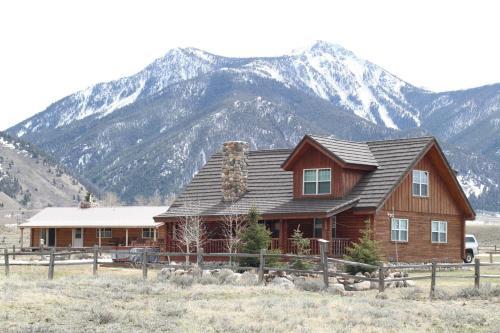Montana Spirit Guest Lodge
