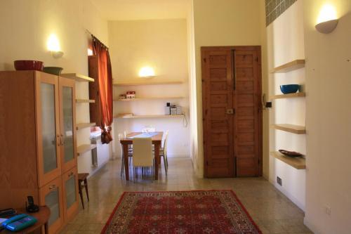 A kitchen or kitchenette at Vicodieci Stampace