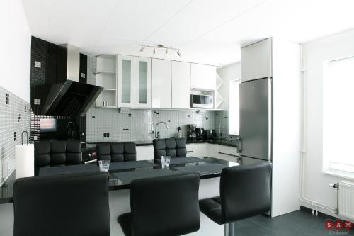 A kitchen or kitchenette at Serviced Apartments Malmö