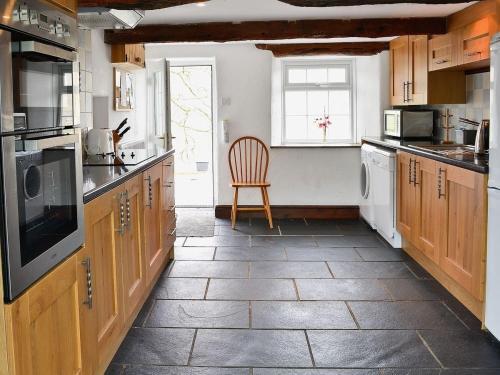 A kitchen or kitchenette at Cumpston Hill