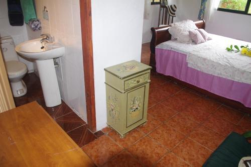 A bathroom at Papaya Guesthouse