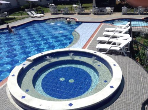 Hoteles en la vega con piscina for Hoteles baratos con piscina climatizada