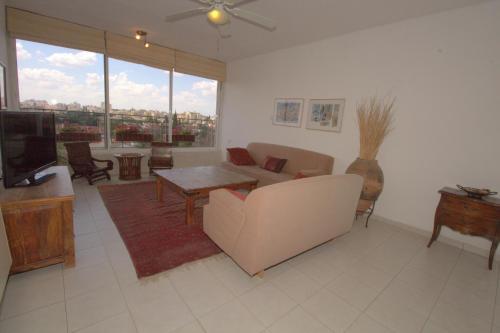 Lounge oder Bar in der Unterkunft Kfar Saba View Apartment