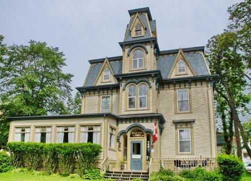Bluenose Lodge and Victorian Inn