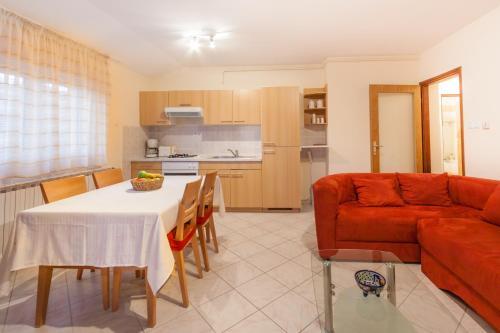 A kitchen or kitchenette at Apartment Aldo