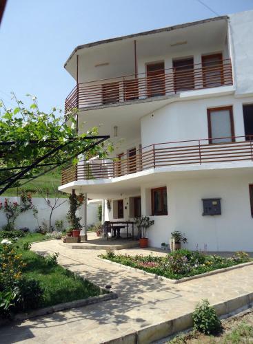 Къща за гости Петрови Гости - Обзор