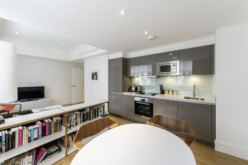 A kitchen or kitchenette at Native City