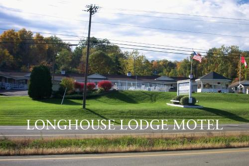 Longhouse Lodge Motel