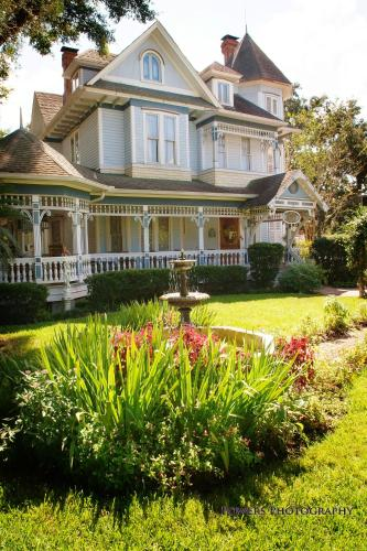 Sweetwater Branch Inn Bed and Breakfast