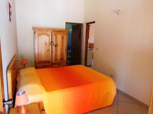 A bed or beds in a room at Casa Lily & Coco