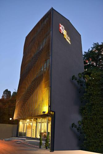 All Inn Hotel