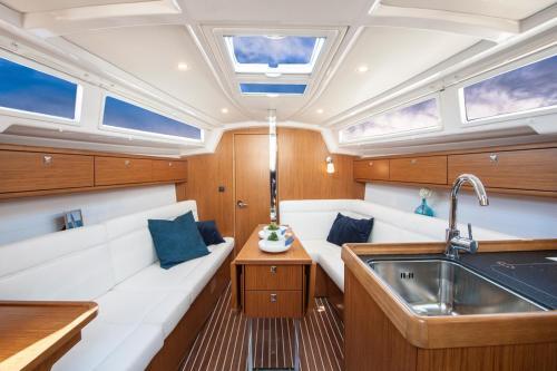 Sailing Yacht Bavaria 33
