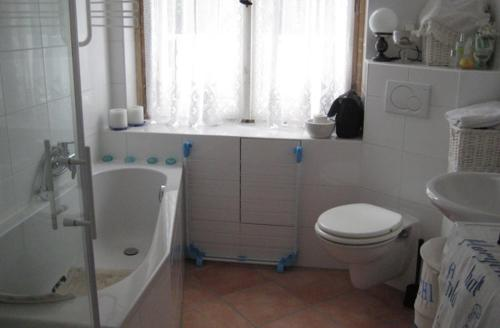 A bathroom at Sweet Home Apartment