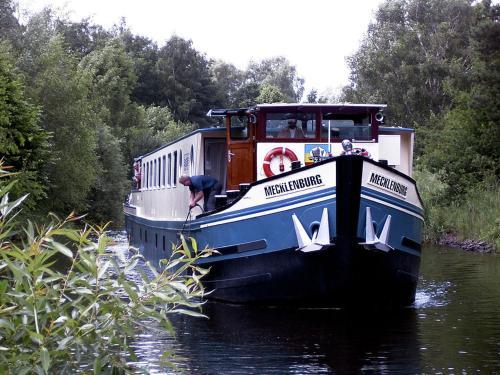 MS Mecklenburg Hotelschiff