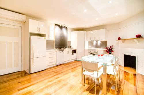 A kitchen or kitchenette at Terrace on York