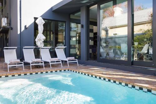 Life & Leisure Luxury Guesthouse