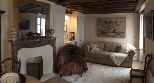 A seating area at Apartment Saint Germain
