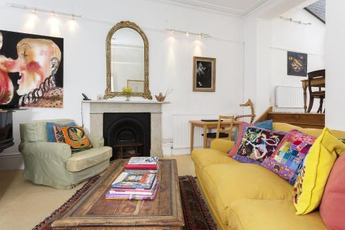 A seating area at Veeve - Two Bedroom Apartment in Notting Hill