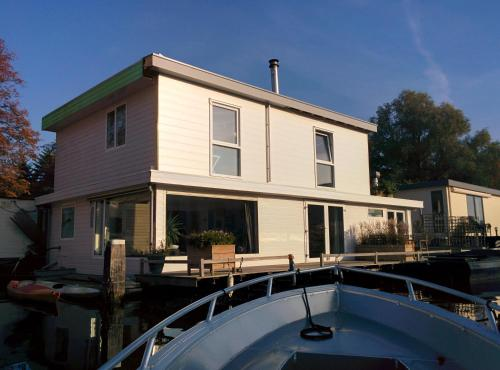 Minties, Floating Bed en Breakfast