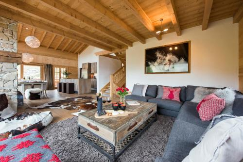 A seating area at Chalet Alexia