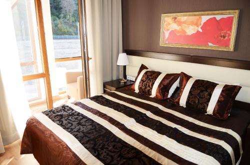 Кровать или кровати в номере Gorki Gorod Apartment 7