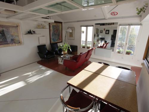 The lounge or bar area at Loft Beaubourg - Marais