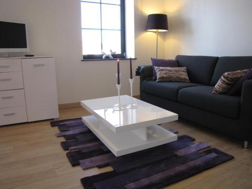Area tempat duduk di Les Mini-lofts de Paul et Virginie
