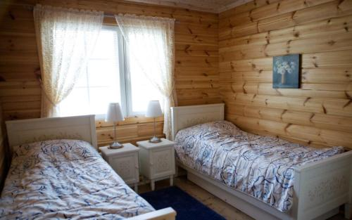 A bed or beds in a room at Salkolahti Lomamökit