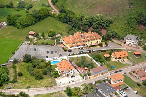 Hoteles con piscina en costa verde asturias for Hoteles con piscina asturias
