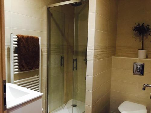 A bathroom at F2 Cosis Nancy